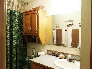 Beaver-Lake-Vacation-Rental-Bass-Room