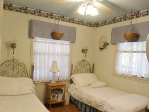 Beaver Lake Vacation Rental Cottage Garden Bedroom